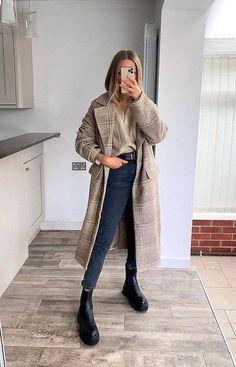 Long Coat Outfit, Chic Outfits, Fashion Outfits, Cold Weather Fashion, Cold Weather Outfits, Spring Outfits Women, Prom Dresses With Sleeves, Zara Fashion, Autumn Winter Fashion