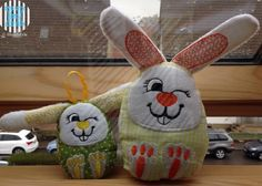 Embroidery Designs, Reading Pillow, Freebies, Machine Embroidery, Needlework, Bunny, Christmas Ornaments, Knitting, Toys