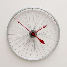 Clock made from a Recycled Bike Wheel For sale by pixelthis on Etsy. This clock was made from a recycled aluminum bike wheel. The wheel mounts directly to the wall through the hub using a hollow wall. Bicycle Clock, Bicycle Wheel, Bicycle Hanger, Bicycle Spokes, Bicycle Rims, Do It Yourself Upcycling, Arte Pallet, Mur Diy, Diy Recycling