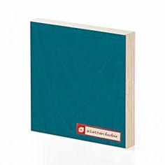 beidseitig transparenter Melaminfilm auf petrolblau (ähnlich RAL 5021) lasiertem Birkensperrholz