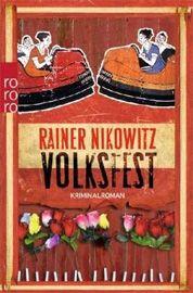 """Mit """"Volksfest"""" erscheint das kriminelle Debüt des Journalisten und Kolumnisten Rainer Nikowitz, das durch seine ironische Betrachtungsweise zweifelhafter Vorkommnisse und verbrecherischer Machenschaften in ländlicher Umgebung amüsant zu unterhalten weiß. Eine Empfehlung für Krimileser, die bissigen Wortwitz und klügelnde Dorfgemeinschaften mögen."""