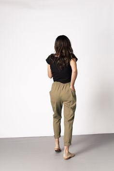 spring_ summer_ baggy pants, black t-shirt, flats