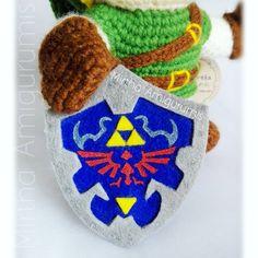 Hylian Shield detail - the legend of Zelda Mirtha Amigurumis - #amigurumi #crochet #theleyendofzelda #zelda #nintendo #videogame #crochet #ecuador #ecuador