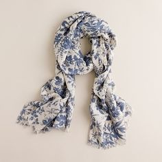 Scarf + blue + toile = so many of my favorite things wrapped up in one perfect little package.