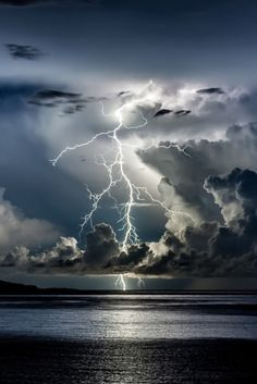 Divine Light by Edin Dzeko, Thunder storm, clouds, light beams, lightning… Beautiful Sky, Beautiful World, Beautiful Wallpaper, Beautiful Things, Pretty Pictures, Cool Photos, Amazing Photos, Amazing Places, Wild Weather