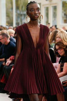 Valentino Spring/Summer 2019 Ready-To-Wear - Runway Fashion Look Fashion, Fashion Details, High Fashion, Fashion Show, Fashion Outfits, Fashion Design, Fashion Weeks, 2000s Fashion, French Fashion