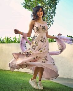 Shirley Setia, High Low, Diwali, Abundance, Wish, Pictures, Photos, Cute, Instagram Story