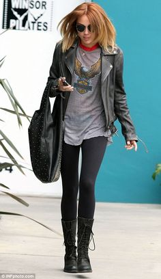 http://www.dailymail.co.uk/tvshowbiz/article-2138724/Miley-Cyrus-takes-new-puppy-hair-salon-goes-new-tone-look.html