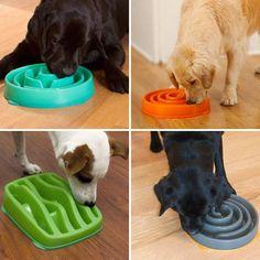"""POUR LES CHIENS TROP GOURMANDS Bien qu'insolite et peu connue, la gamelle """" Slow Bowl """" n'a plus à prouver son utilité. Elle est l'accessoire parfait pour que votre chien n'engloutisse plus ses repas en quelques bouchées. Par le biais d'un savant jeu de labyrinthe que doivent emprunter les croquettes pour arriver jusqu'à la gueule de votre chien, cette gamelle diminue les problèmes de digestion que peuvent causer les repas-éclair, et permet aussi de réduire les risques d'obésité canine."""