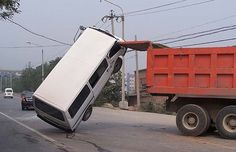 25 Incredibly Bizarre Car Accident Photos