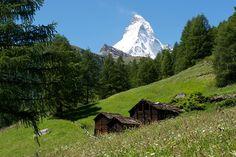 Первое восхождение на Маттерхорн удалось 150 лет назад, именно со швейцарской стороны, после десятка неудачных попыток с итальянской. Фото: Michael Portmann / Switzerland Tourism