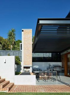 Shaun Lockyer Architects' regional modernist style works a treat at any scale and the recently completed Folkhouse in Brisbane is no exception. Outdoor Areas, Outdoor Rooms, Outdoor Living, Outdoor Decor, Brisbane Architecture, Architecture Details, Pergola Patio, Backyard, Pergola Kits