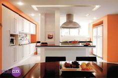 Decoração de Interiores – Cozinhas   Cozinha linda e original. Ampla, moderna e com toques de cor! Projetos: Tiago Freire | Fábio Galeazzo  http://decoraclick.com.br/decoracao-de-interiores-cozinhas-29/
