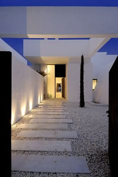 For modern minimalism at its best, Spanish architecture firm A-cero takes us to Sotogrande, on the Mediterranean coast. This awesome modern house is a luxurious vacation home featuring a white. Spanish Architecture, Contemporary Architecture, Architecture Design, Online Architecture, Architecture Office, Futuristic Architecture, Mediterranean Houses, Modern House Plans, Modern House Design