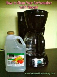 Find out how to clean a coffee maker without harsh chemicals. Cleaning coffee makers is important for the quality of the coffee and your health. Organic Cleaning Products, Homemade Beauty Products, Diy Cleaners, Cleaners Homemade, Green Cleaning, Spring Cleaning, Cleaning Solutions, Cleaning Hacks, Homemade Cleaning Supplies