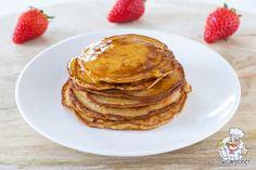 Deze koolhydraatarme en glutenvrije pompoenpannenkoekjes zijn lekker kruidig en luchtig. Lekker om te eten als ontbijt of lunch met vers fruit en stroop. #koolhydraatarm #glutenvrij #pannenkoeken Low Carb Breakfast, Breakfast Recipes, Low Carb Recipes, Healthy Recipes, Cooking With Coconut Oil, Coconut Flour, Sugar Free Syrup, Vers Fruit, Go For It