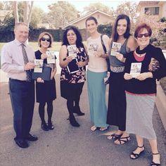 Saludos de los hermanos Testigos de Jehová en #Irvine, #California, #EstadosUnidos en la predicación con la campaña de la invitación al Memorial para el 23 de MARZO de 2016.  Jw.org en espacio.  (Greetings from service in #Irvine, #California, #USA.  @thegoodfamily jw.org)