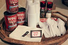 Chili Party Ideas with free printables are simple dinner party ideas you can quickly throw together. Easy birthday, fall party or football party buffet. Wolf Brand Chili, Chili Party, Chilli Recipes, Chili Cook Off, Party Buffet, Food For A Crowd, Food To Make, Free Printables, Party Ideas