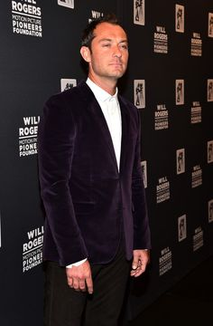 """Jude Law Photos - Actor Jude Law attends 2015 Will Rogers """"Pioneer of the Year"""" Dinner Honoring Jim Gianopulos at Caesars Palace during CinemaCon, the official convention of the National Association of Theatre Owners, on April 22, 2015 in Las Vegas, Nevada. - CinemaCon 2015 - 2015 Will Rogers 'Pioneer Of The Year' Dinner Honoring Jim Gianopulos"""