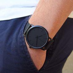 Relógio Minimalista   A moda minimalista chegou para ficar e a tendência do basicão está sendo a aposta para essa estação! Nós amamos!  - #relogio #estilo #basico #minimalist #modamasculina #itboy #instafashion #lookbook #ootd #watch