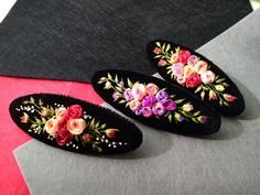 Bead Embroidery Jewelry, Silk Ribbon Embroidery, Embroidery Applique, Embroidery Stitches, Embroidery Patterns, Ribbon Art, Ribbon Design, Couture Sewing, Beaded Brooch
