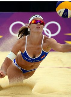 Volleyball Articles, Volleyball Pictures, Beach Volleyball Girls, Women Volleyball, Athletic Models, Athletic Women, Female Volleyball Players, Sport Body, Sports Training