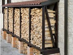 You want to build a outdoor firewood rack? Here is a some firewood storage and creative firewood rack ideas for outdoors. Outdoor Firewood Rack, Firewood Shed, Firewood Storage, Backyard Patio, Backyard Landscaping, Backyard Plants, Pool Plants, House Plants, Garden Plants