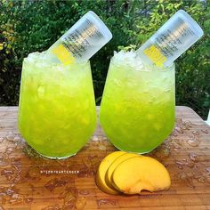 Hulk Smash Cocktail - For more delicious recipes and drinks, visit us here: www.tipsybartender.com