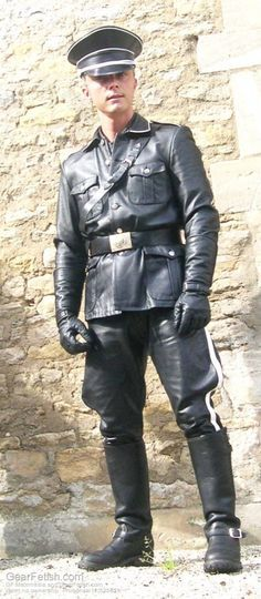 BeWitched Gothic Gay Leather Boy : Photo