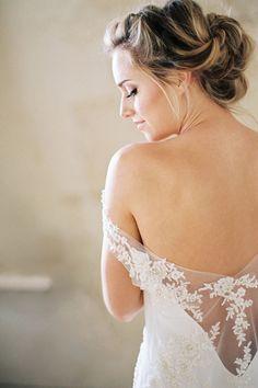 Stunning Portraits of the Bride Getting Ready | Sarah Carpenter Photography | http://heyweddinglady.com/raining-petals-organic-bridal-inspiration-spring/