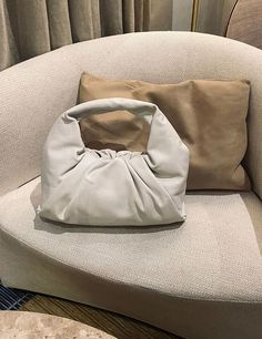 Croissants Are the Surprising Inspiration Behind Coolest Bag Trend - 2020 Fashions Womens and Man's Trends 2020 Jewelry trends Types Of Handbags, New Handbags, Luxury Handbags, Leather Ankle Boots, Leather Bag, Chunky Boots, Textiles, Summer Bags, New Bag