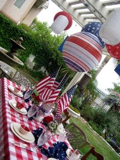 Love this Memorial Day table idea... would be great for 4th of July too.