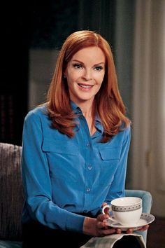 Desperate Housewives❤️Marcia Cross I Iabsolutely adore her! She cracks me up! Desperate Housewives Bree, Bree Van De Kamp, Marcia Cross, Gorgeous Redhead, Lord, Classy Women, Housewife, Beautiful Actresses, Redheads