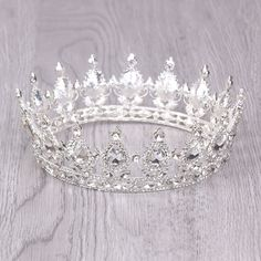 Gold/Silver Baroque Round Crysta Bride tiara For Queen Wedding Crown Hair Jewelry Bride Wedding Hair Accessories Free Cute Jewelry, Hair Jewelry, Bridal Jewelry, Wedding Hairstyles With Crown, Crown Hairstyles, Fantasy Jewelry, Gothic Jewelry, Crystal Crown, Crystal Jewelry