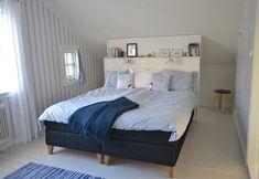 Bildresultat för säng mitten av rummet snedtak