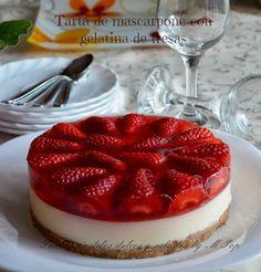 TArta de queso mascarpone y gelatina de fresa http://tartaspastelesdulcesysaladosbympop.blogspot.com.es/2014/03/tarta-de-mascarpone-con-gelatina-de.html