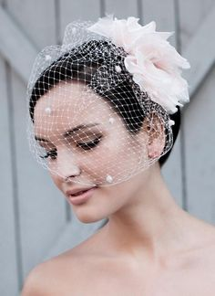 7 Ways to Wear a Veil?Without Looking Like You're Drowning in Tulle