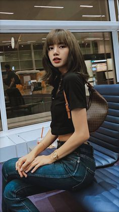Lisa comes from Thailand🇹🇭🇹🇭 Blackpink Lisa, Jennie Blackpink, Korean Girl, Asian Girl, Lisa Blackpink Wallpaper, Blackpink Members, Blackpink Photos, Kim Jisoo, Blackpink Fashion