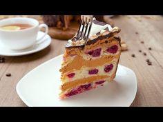 Этот торт восхитителен! Вишни, сгущенка, шоколад — всё, что я люблю в одном десерте.