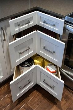 Stunning Tiny House Kitchen Design Ideas Find more ideas: Tiny House Kitchen Island Ideas Tiny House Kitchen Cabinets Layout Tiny House Kitchen Storage & Appliances Tiny House Kitchen Backsplash DIY Tiny House Kitchen Organization Kitchen Corner, Kitchen Redo, Kitchen Storage, Kitchen Ideas, Wall Storage, Kitchen Pantry, Kitchen Organization, Wooden Kitchen, Kitchen Themes