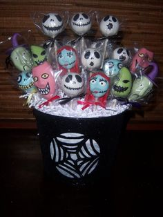 Nightmare Before Christmas (Cake Pops) I want this for my birthday Christmas Birthday Party, Christmas Cake Pops, Christmas Baby Shower, Halloween Birthday, Baby Halloween, Birthday Ideas, 5th Birthday, Cake Birthday, Halloween 2020