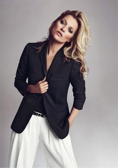 #Style#Chic#Black&White|Kate Moss, wide leg white trousers, black blazer. A black blazer is a must-have in 1's wardrobe. So useful and timeless