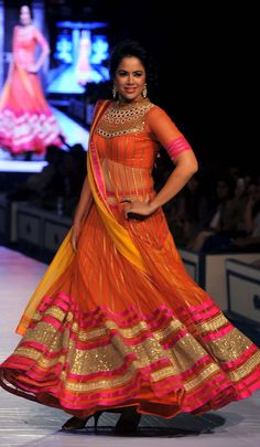 Rajasthan Fashion Week 2013 in Jaipur: Bollywood actress Sameera Reddy looked gorgeous in an orange Neeta Lulla lehenga choli. India Fashion, Ethnic Fashion, Asian Fashion, Pakistan Fashion, Latest Fashion, Women's Fashion, Fashion Trends, Indian Bollywood Actress, Bollywood Fashion