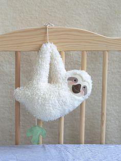 Baby music box sloth white