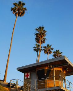 #lajolla #lifeguardtower #california #agameoftones #illgrammers #artofvisuals #streetdreamsmag #justgoshoot #createcommune  #instagood #exklusive_shot #exploreeverything  #createexploretakeover #meistershots #urbanandstreet #mkexplore #thecreatorclass #ig_masterpiece #urbanromantix #igmasters #visualsoflife #visualarchitects #createexplore #lajollalocals #sandiegoconnection #sdlocals - posted by Dawn Jones  https://www.instagram.com/blueberriedawn. See more post on La Jolla at…