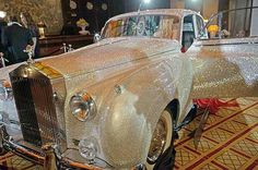 Rolls-Royce covered with 1 million Swarovski crystals **Amazing ♥♥ Cars** Vintage Rolls Royce, Rolls Royce Silver Cloud, Alter Rolls Royce, Bling Bling, Vintage Cars, Antique Cars, Muscle Cars, Audi, Amazing Cars