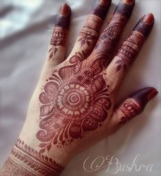 No photo description available. Rajasthani Mehndi Designs, Indian Henna Designs, Mehndi Designs Book, Mehndi Designs 2018, Mehndi Designs For Girls, Mehndi Designs For Beginners, Modern Mehndi Designs, Mehndi Design Photos, Dulhan Mehndi Designs