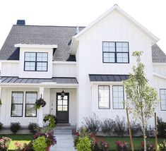 The modern farmhouse style isn't just for rooms. The farmhouse exterior design totally reflects the whole style of the home and the family tradition also. It totally reflects the entire style… Small Farmhouse Plans, Modern Farmhouse Exterior, Rustic Farmhouse, Farmhouse Style, Farmhouse Landscaping, Landscaping Ideas, Landscaping Edging, Privacy Landscaping, Modern Farmhouse Design