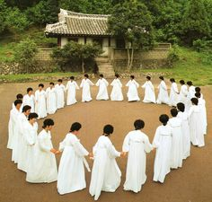korean women's round dance