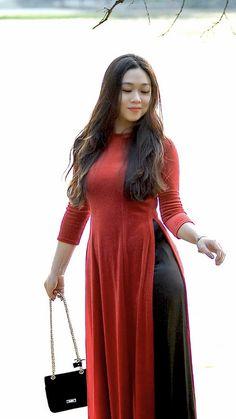 Sexy Asian Girls, Beautiful Asian Girls, Gorgeous Women, Myanmar Women, Vietnamese Dress, Ao Dai, Traditional Dresses, Asian Fashion, Asian Woman
